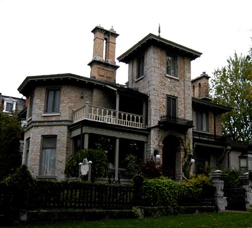 Italian Villa in Kingston
