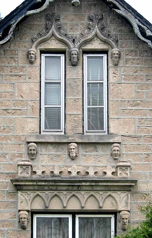 House of Heads Guelp